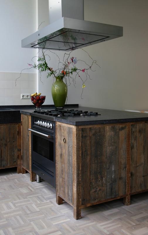 Meer dan 1000 idee n over oud hout op pinterest kachels houtkachels en oude kachel - Oude stijl keuken wastafel ...